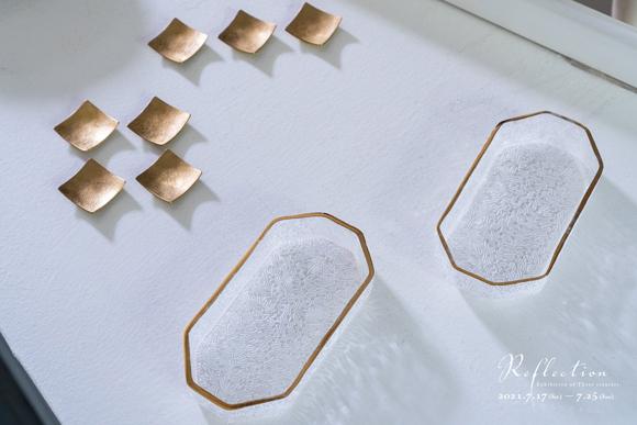 三野直子さんの金縁のガラスと藤田永子さんの箸置き